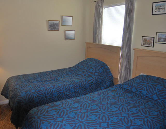 Twin-Bedroom1